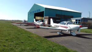1_Avions devant hangar