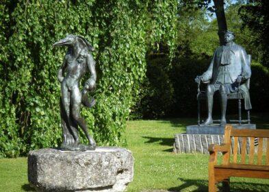 Jardin - Dali _L'Homme Oiseau_ et Chemiakin _Pierre le Grand_ © ACVM.jpg réduit