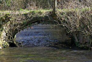 Rouv_Vieux_pont_en_arceau_sur_Lévrière_R