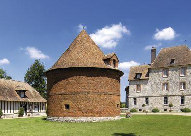 Vue panoramique de la cour du château ©Château de Vascœuil, A.C.V.M