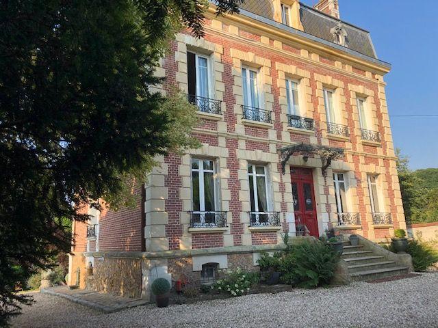 Façade extérieur de la maison d'hôte principale © Caroline Boury, Domaine des Prés du Hom
