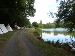 abbaye mortemer fête médiévale étang.png